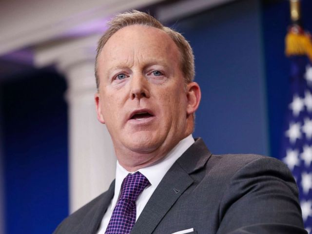 PHOTO: White House press secretary Sean Spicer speaks to members of the media at the White House, July 17, 2017.