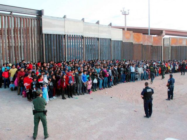 PHOTO: Migrants who crossed the U.S.-Mexico border in El Paso, Texas, the largest that the Border Patrol says it has ever encountered, May 29, 2019.