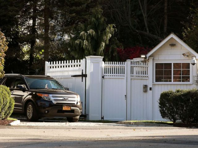 PHOTO: A car is pictured in the driveway of the house of Bill and Hillary Clinton in Chappaqua, N.Y., Oct. 24, 2018.