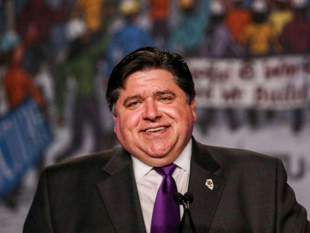 FOTO: Nesta foto, o governador JB Pritzker faz uma palestra na conferência legislativa do NABTU (2019), em Washington, em 9 de abril de 2019.