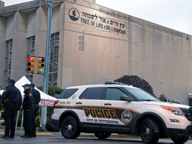 PHOTO: Police officers guard the Tree of Life synagogue following Saturdays shooting in Pittsburgh, Oct. 28, 2018.