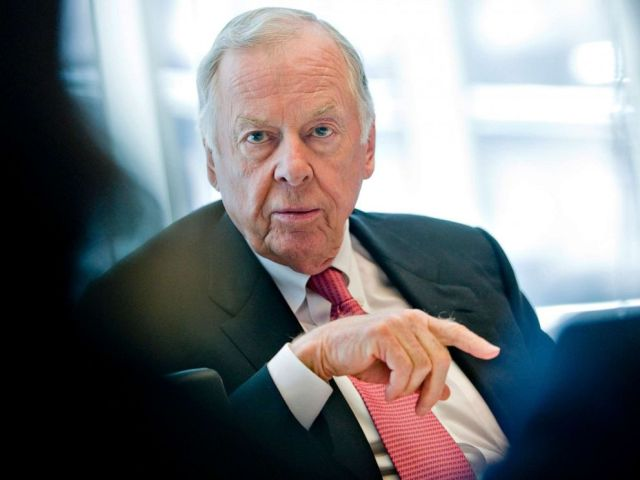 PHOTO: T. Boone Pickens, founder and chairman of BP Capital LLC, speaks during an interview in New York, Jan. 21, 2010.