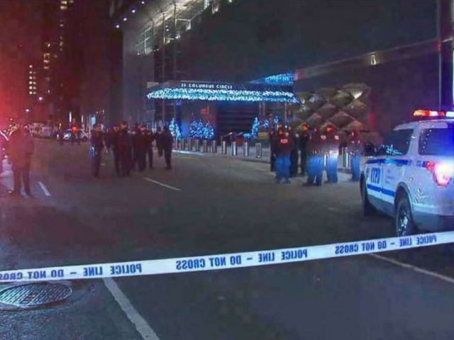 PHOTO: NYPD units wait outside the Time Warner Center in Manhattan on Thursday, Dec. 6, 2018, after a bomb threat was called into CNN. No explosives were found.