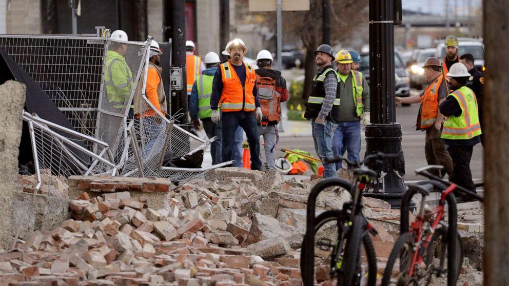 5.7 magnitude earthquake strikes near Salt Lake City, knocking out ...