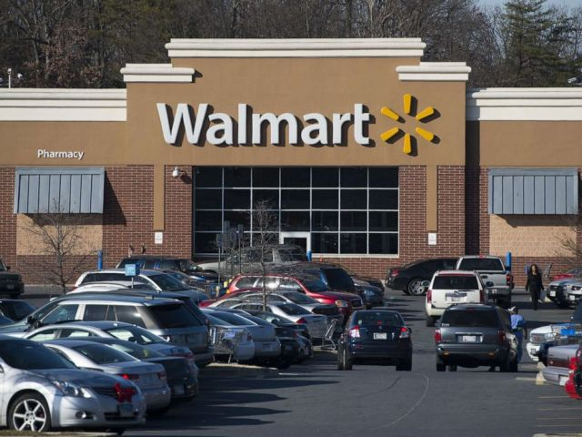 PHOTO: A Walmart store is seen in Landover, Maryland, December 31, 2014.