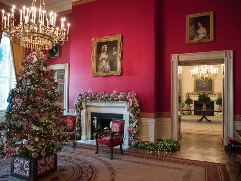 Photo The Red Room Decorated As Part Of 2017 Holiday Decorations At White House