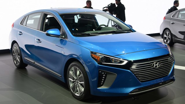 01 2017 hyundai ioniq ny 1 Hyundai Green Cars lineup   What are the upcoming plans of the company?