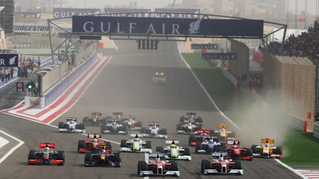 Start of the 2009 Bahrain Grand Prix