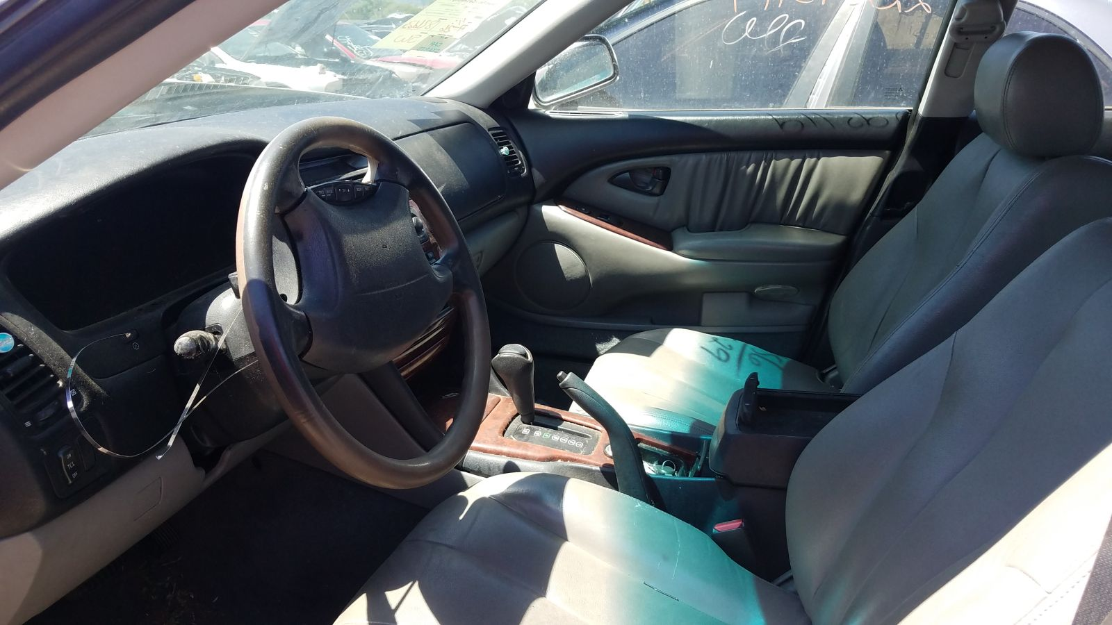 hight resolution of the interior is pretty nice in its turn of the 21st century manner and the fact that this car has an ignition key means that it s probably an insurance