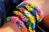 Loom Band Designs: How To Make A Flower Bracelet | HuffPost UK