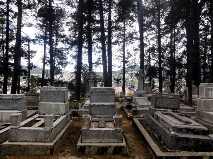 墓はイギリスの方角に向けて建てられた