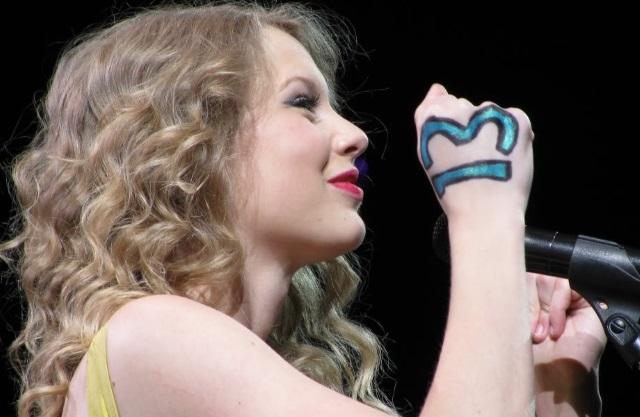 """Taylor Swift e o número 13: """"Boas coisas acontecem""""."""