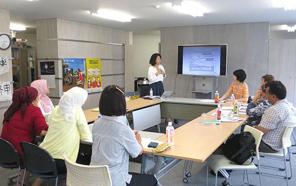 インクルーシブ教育を研究する大阪経済法科大客員研究員の一木玲子氏から、日本のIEについて説明を受けました(AAR東京事務所)