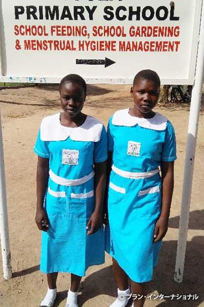 難民居住区の小学校に通う女子生徒