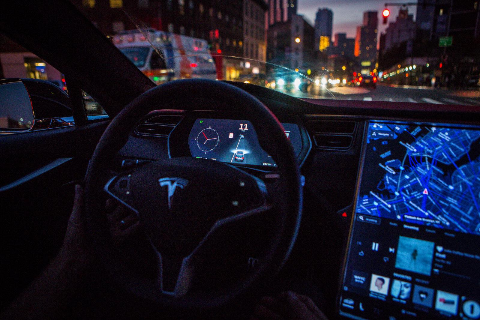 Tesla 自動駕駛車重大更新正式在新款車型上推送
