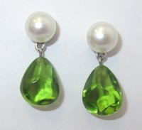 TIFFANY & Co. 18K White Gold Peridot Pearl Earrings