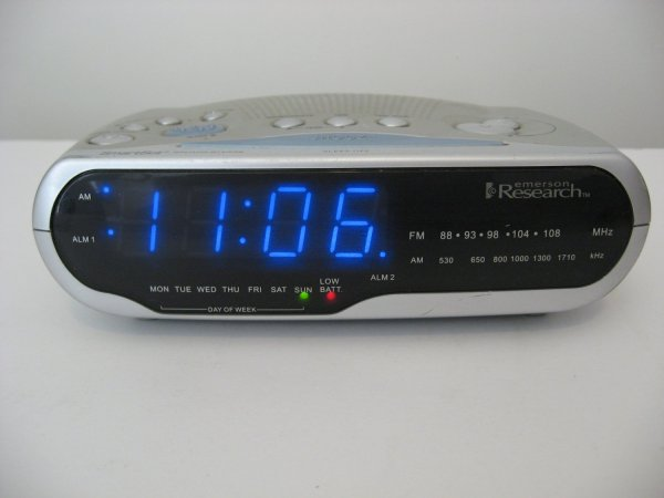 Emerson Smartset Alarm Clock Radio Fm - Sold