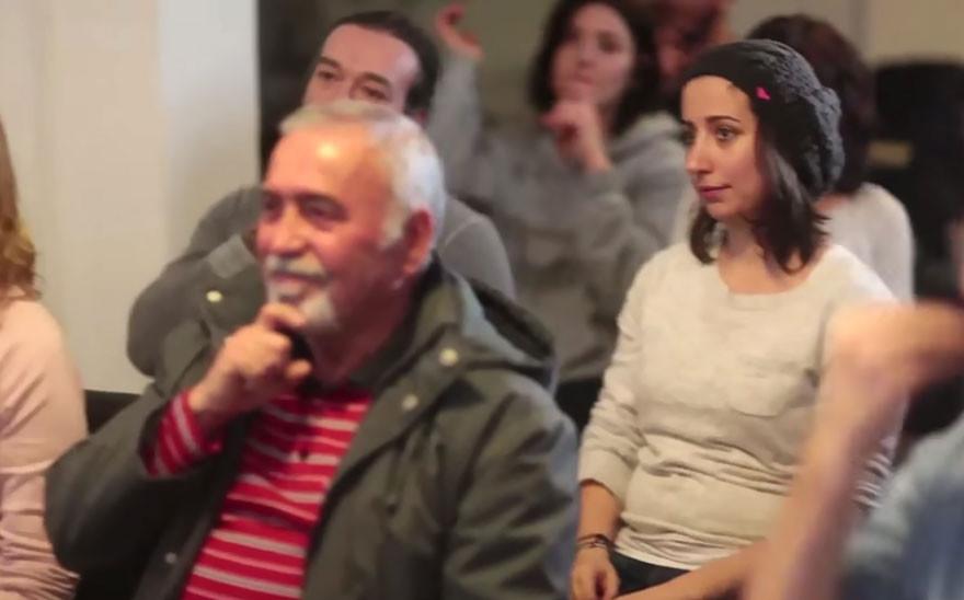 Люди месяц тайно учили язык жестов, чтобы удивить глухого соседа глухота, мужчина, соседи, сюрприз