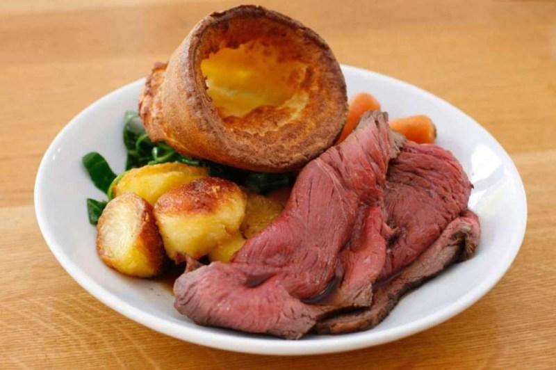 Ростбиф и йоркширский пудинг (Англия) блюдо, еда, туризм