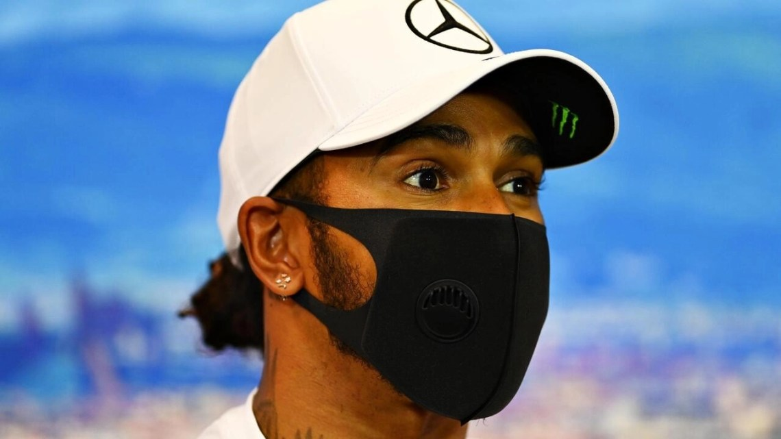 Hamilton and Mercedes in contract talks