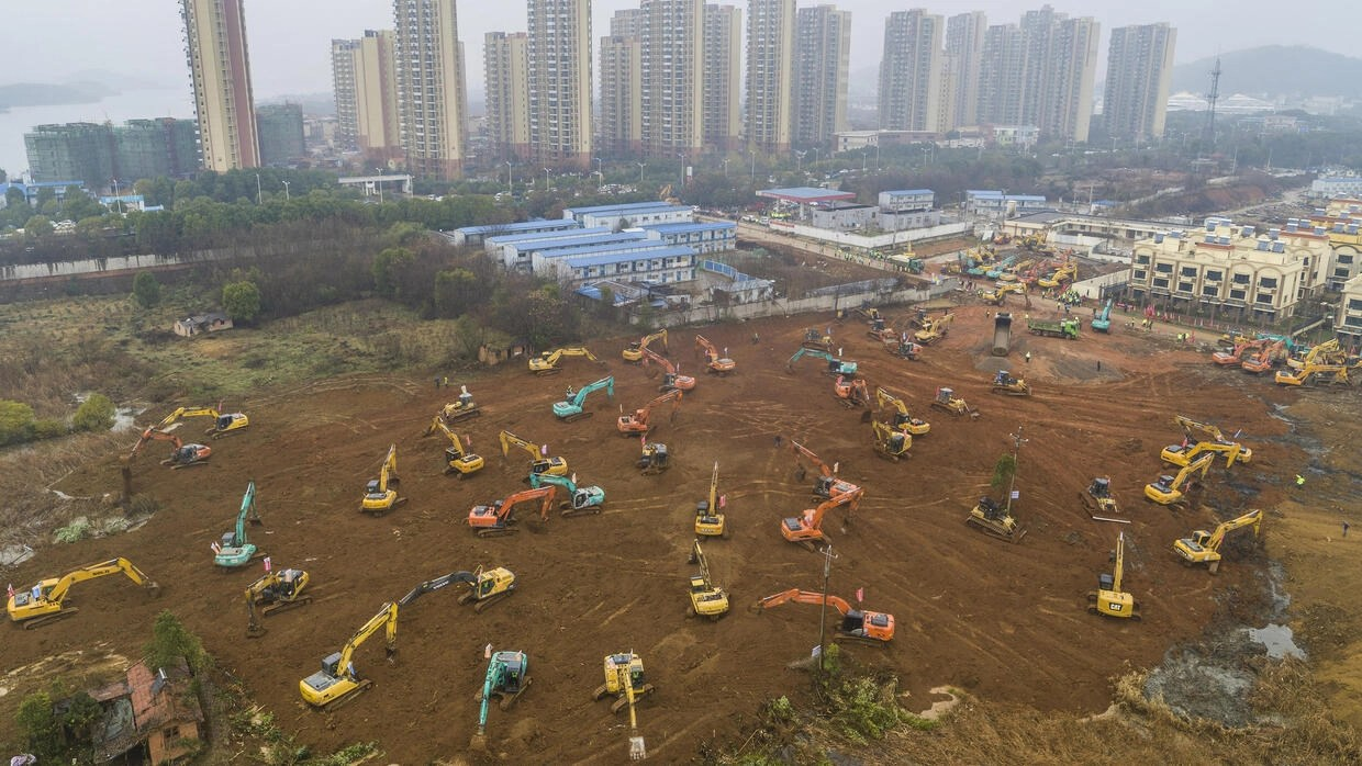 China scrambles to build hospital in 10 days