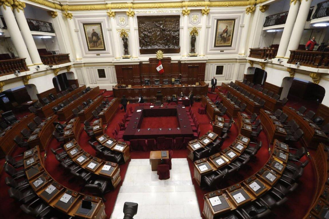 The Peruvian Congress is made up of 120 members.  The new period begins on July 27, with ten political parties represented.  The most numerous banks are Peru Libre (37), Fuerza Popular (24) and Acción Popular (16).