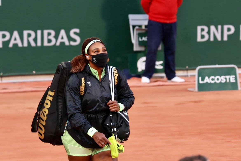 Serena Williams arrives for her Roland-Garros first round match.