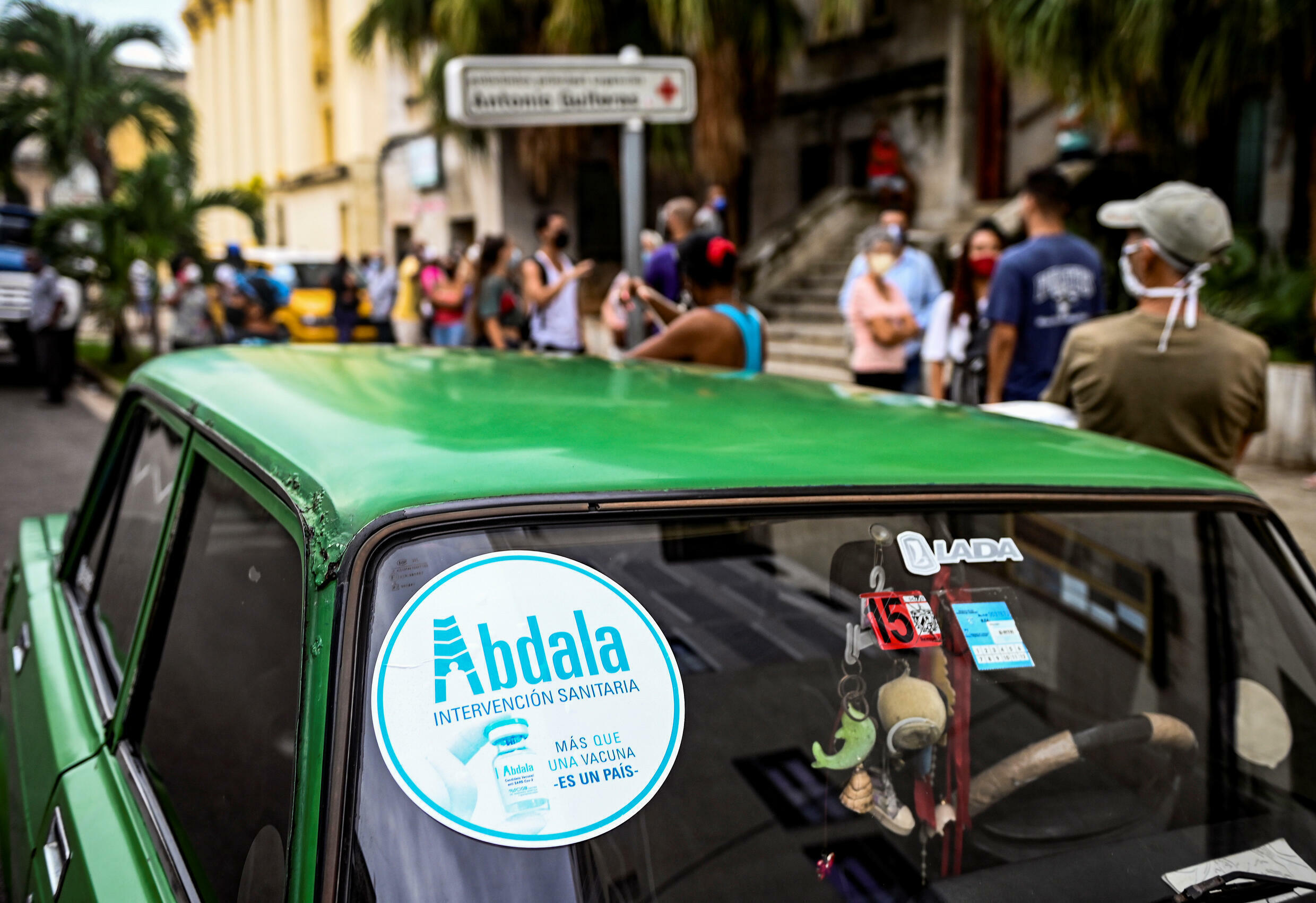A poster of Abdala, the Cuban vaccine against covid-19, on the windshield of a car, on July 1, 2021 in Havana.