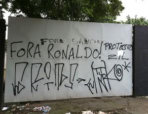 protesto da torcida do Corinthians com a derrota na Libertadores