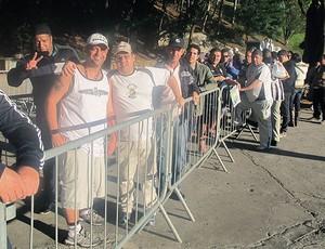 fila de torcedores do Santos para jogo contra o Cerro (Foto: Diego Ribeiro / GLOBOESPORTE.COM)