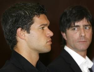 Ballack e o treinador Joachim Löw (Foto: Reuters)
