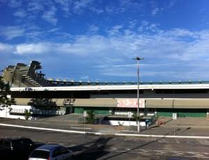 Visão das obras do Estádio Castelão de mirante instalado no local (Foto: Diego Morais/Globoesporte.com)