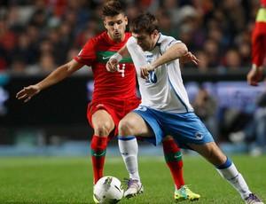 Miguel Veloso e Misimovic, Portugal x Bosnia (Foto: AFP)