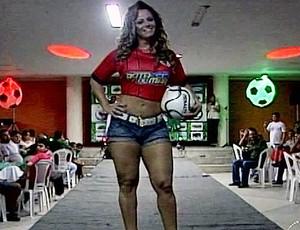 Viviane Araújo apresenta novo uniforme do Juazeiro (Foto: Reprodução/TV Bahia)