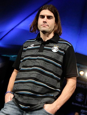 Miralles camisa nova Grêmio Renato Gaúcho (Foto: Wesley Santos / PressDigital)