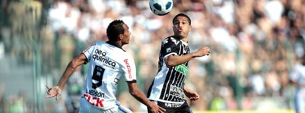 Liedson na partida Figueirense x Corinthians (Foto: Ueslei Marcelino / Reuters)