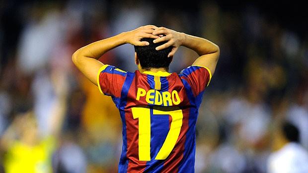 Pedro lamenta gol anulado na partida do Real Madrid contra o Barcelona (Foto: Reuters)