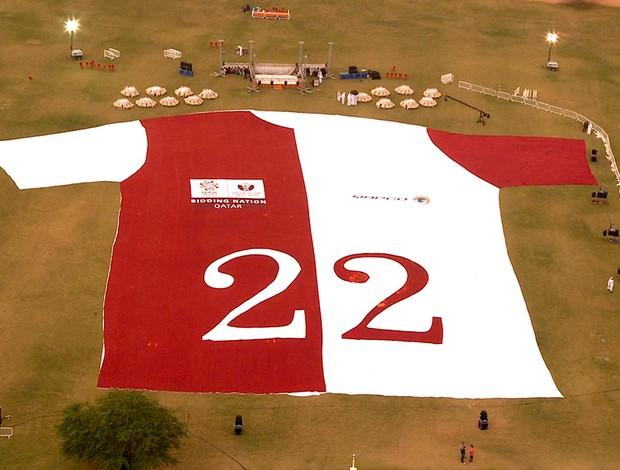 camisa gigante promove a candidatura da copa do mundo Qatar 2022