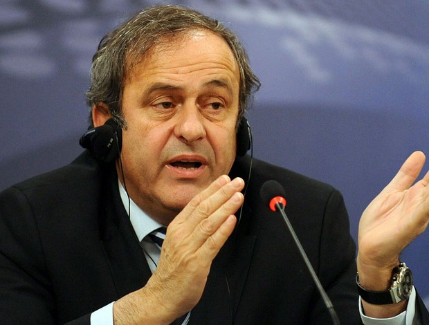 MIchel Platini durante palestra da UEFA na Rep. Tcheca (Foto: EFE)