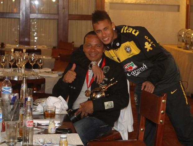 Neymar e o pai Neymar Silva na concentração da Seleção (Foto:  Mowa Press)