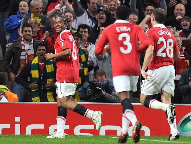 Anderson comemora gol do Manchester United contra o Schalke (Foto: AFP)