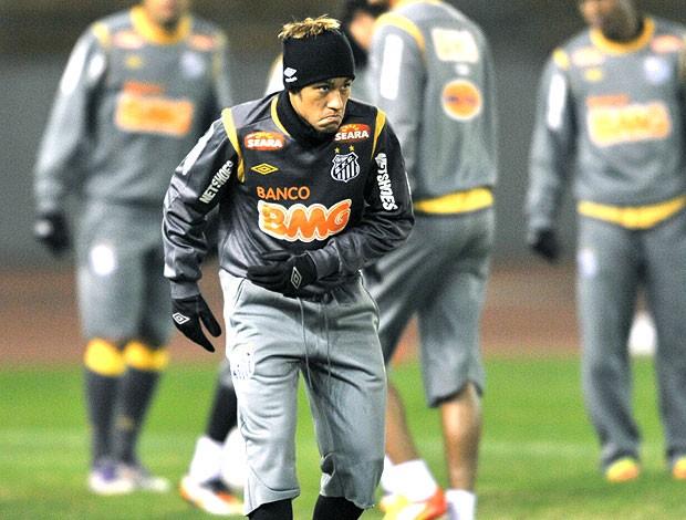 Neymar no treino do Santos no Japão (Foto: AFP)