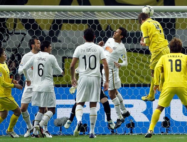 sakai kashiwa reysol cabeçada gol santos (Foto: Agência Reuters)