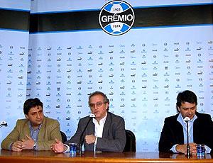 Duda Kroeff, Alberto Guerra e Rui Costa durante coletiva do Grêmio