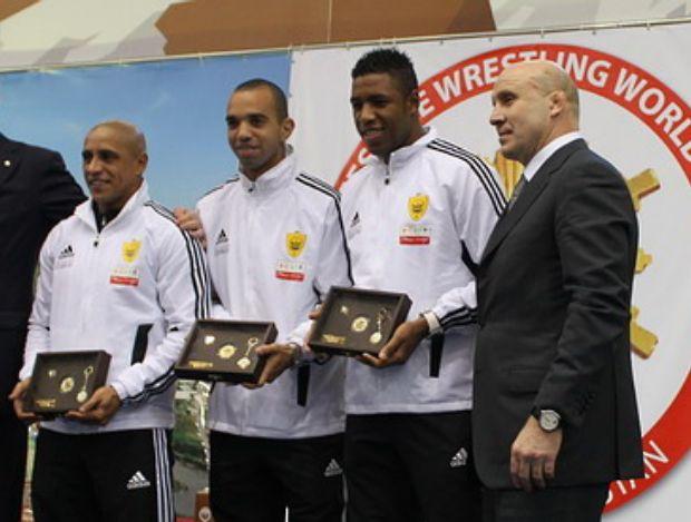 Diego Tardelli, Jucilei e Roberto Carlos no Anzhi (Foto: Divulgação)