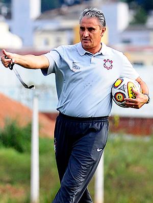 Tite treino Corinthians (Foto  Marcos Ribolli   Globoesporte.com) 5e36ff05f1ac6