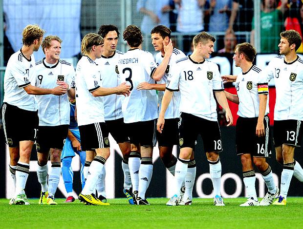 Alemanha comemora gol no amistoso contra o Uruguai (Foto: AFP)