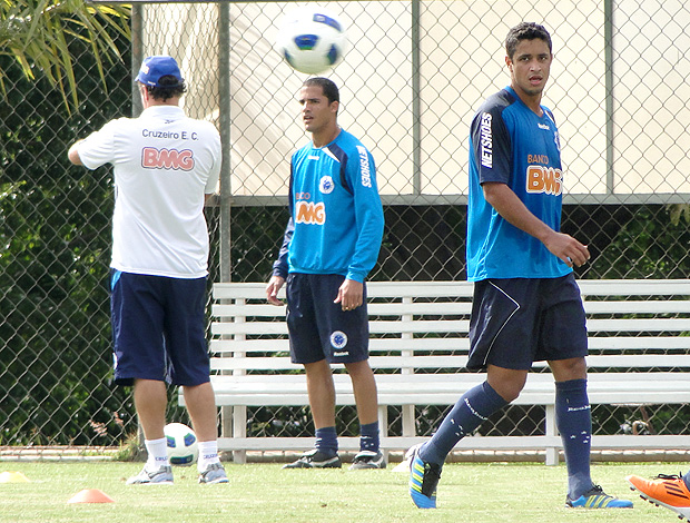Cuca Anselmo Ramon Leo treino Cruzeiro (Foto: Valeska Silva / Globoesporte.com)