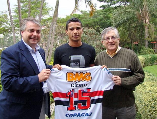 Cícero é apresentado no São Paulo (Foto: Divulgação / Site Oficial do São Paulo)