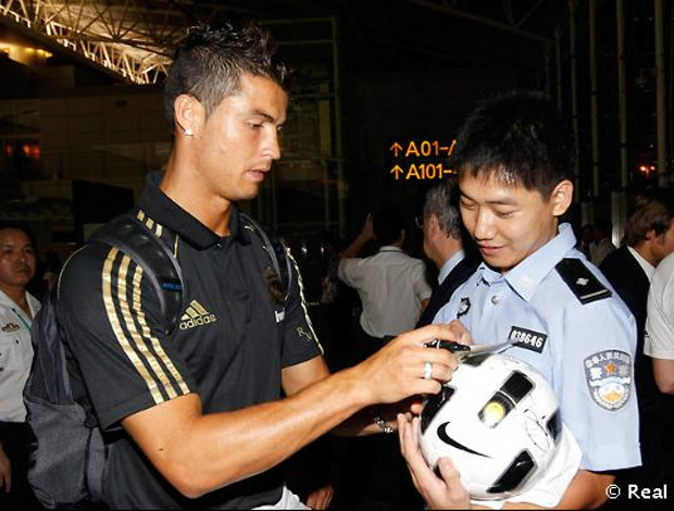 cristiano ronaldo real madrid aeroporto china (Foto: divulgação Site Oficial do Real Madrid)